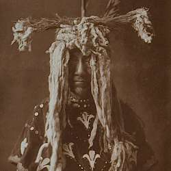 Substitute sacred head-dress (Piegan)  (1910)