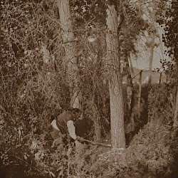 Cutting the centre pole (Cheyenne)  (1910)
