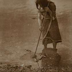 The octopus catcher (Qagyuhl)  (1914)