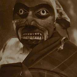 Mask of octopus hunter (Qagyuhl) (1914)