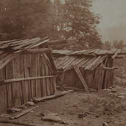 Yurok houses at-Wietspus (1923)