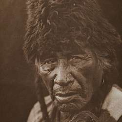 "Oksox-Apiw (""Raw-eater Old-man"") (Blackfoot) (1926)"